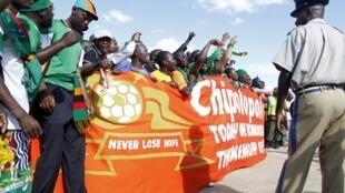Les supporeters sont venus en nombre accueillir les vainqueurs de la CAN 2012 à leur arrivée à Lusaka.