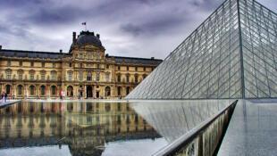 El Louvre inicia un plan de seducción.