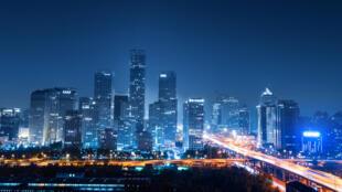 La ville de Pékin, vue de nuit.