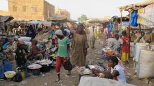 Sur le marché de Gao, jeudi 2 avril, à proximité des zones touchées par les tirs de roquettes de ce dimanche 5 avril.