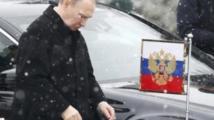 Путин не нуждается в посредниках, заявил его пресс-секретарь.