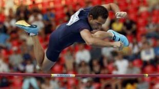 Renaud Lavillenie người đã nhảy sào qua mức 6,16m ngày 15/02/2014. Ảnh minh họa