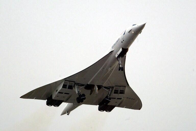 Máy bay Concorde của hãng British Airways cất cánh từ Luân Đôn, Anh Quốc trong chuyến bay cuối cùng, ngày 26/11/2003