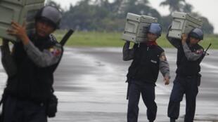缅甸军方监督执行紧急状态法