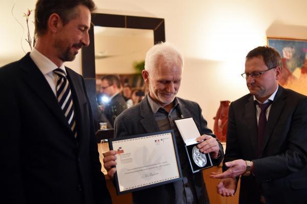 Посол Франции Дидье Канесс, Алесь Беляцкий и посол Германии Манфред Хутерер