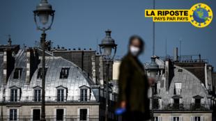Une passante à Paris, le 26 avril 2020.