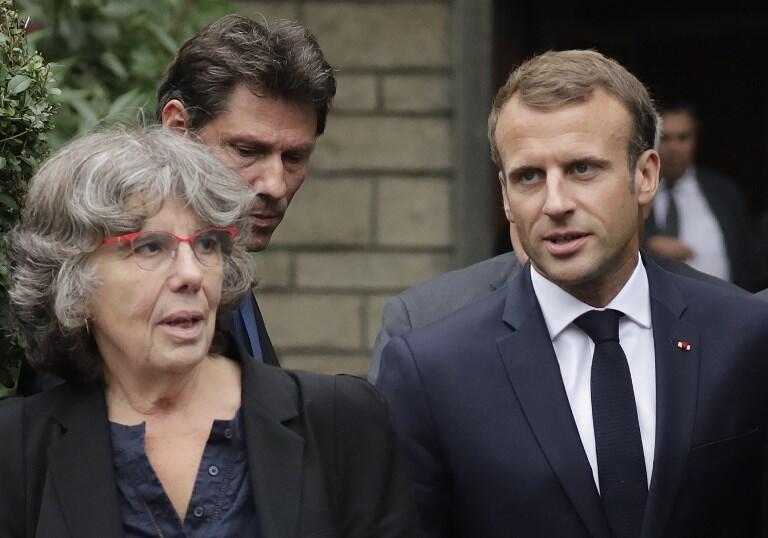 Le président Emmanuel Macron en compagnie de Michèle Audin, fille de Maurice Audin, à Bagnolet, le 13 septembre 2018.