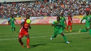 Simba FC ikimenyana na Yanga FC katika mchuano muhimu wa ligi kuu nchini Tanzania
