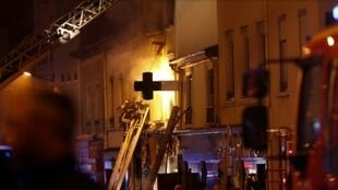 A blaze broke out after a gas blast at a Lyon bakery situated on the ground floor of the two-storey building, 2 February 2019.