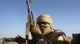 La Plateforme Kel Tamashek s'oppose à la lutte armée menée par le MNLA.