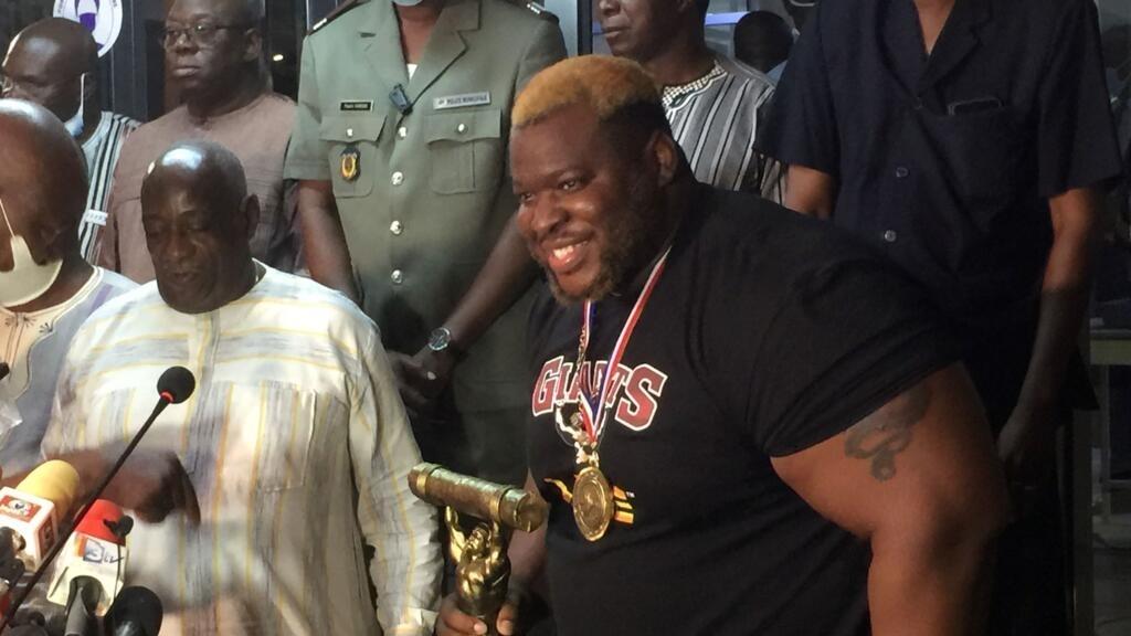 Burkina Faso: Iron Biby, l'haltérophile champion du monde accueilli en héros à Ouagadougou