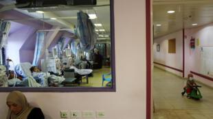 Des enfants Palestiniens sont soignés à l'hôpital Augusta Victoria, à Jérusalem-Est, le 10 septembre 2018.