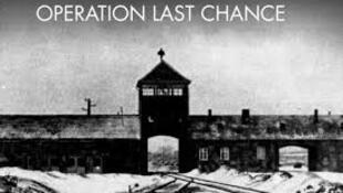 """Cartaz da campanha para encontrar criminosos de guerra nazistas ainda vivos, denominada """"Operação Última Chance II""""."""