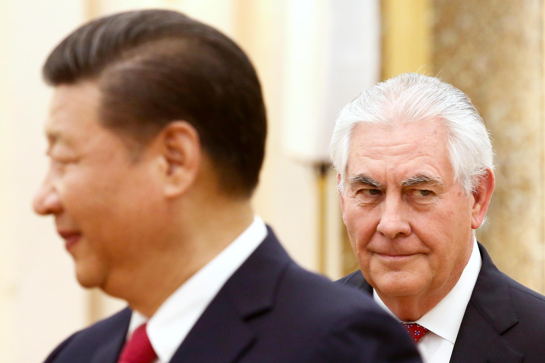 Ngoại trưởng Mỹ Rex Tillerson (phải) tiếp kiến chủ tịch TQ Tập Cận Bình tại Bắc Kinh ngày 19/03/2017.