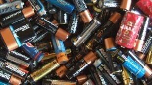 Sur les 33 000 tonnes de piles et batteries mises chaque année sur le marché français, moins de la moitié est recyclée.