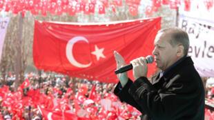 Rais Recep Tayyip Erdogan wakati wa hotuba yake katika mji wa Gaziantep, kusini mashariki mwa Uturuki, Februari 19, 2017.