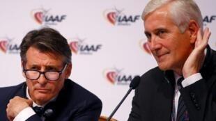 Shugaban hukumar shirya wasannin motsa jiki ta duniya IAAF Sebastian Coe (hagu) tare Rune Andersen, shugaban kwamitin hukumar ta IAAF kan ladabtar da kasar Russia, yayin taro a birnin Vienna, dake Austria.