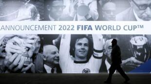 Cartaz de propaganda em Zurique, para o anúncio dos países candidatos para sediar os mundiais de 2018 e 2022.