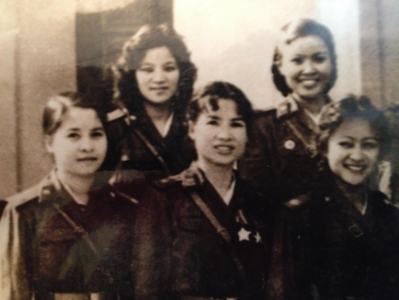 Madame Tuc jeune (milieu).