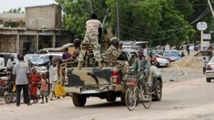 Askari wa jeshi la Nigeria wakipiga doria katika mji wa Maiduguri, katika Jimbo la Borno, Nigeria, Agosti 31, 2016.
