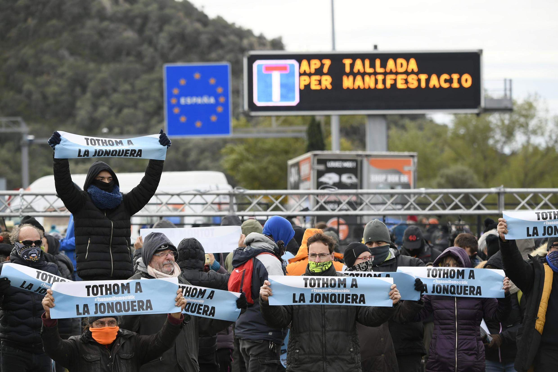 Каталонские сепаратисты заблокировали дорогу из Испании во Францию, 11 ноября 2019 года