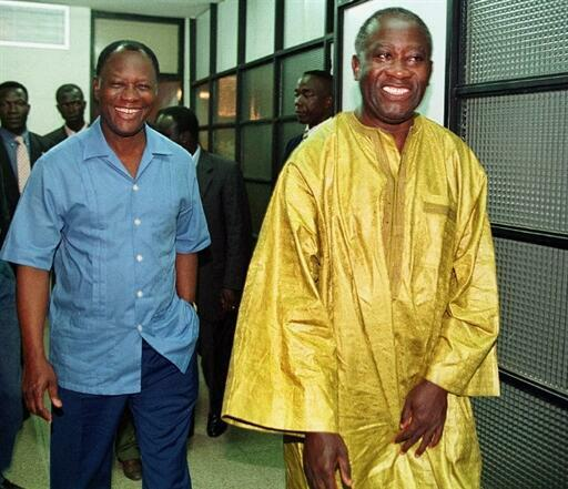 Les deux leaders de l'opposition ivoirienne : Alassane Dramane Ouattara (g) président du Rassemblement des républicains (RDR) et Laurent Gbagbo (d) président du Front Populaire Ivoirien (FPI) au siège du RDR, le 18 septembre 1999.