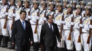 Tổng thống Pháp François Hollande và Chủ tịch Trung Quốc Tập Cận Bình ngày 25/04/2013 tại Bắc Kinh.