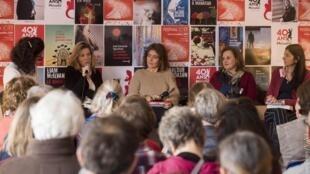 Vue de la table ronde autour des éditions du Portrait, avec les traductrices Céline Leroy, Rachèle Bevilacqua (éditrice), Laurence Richard et Mona de Pracontal, lors du Festival VO-VF en 2019.