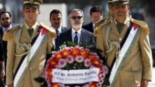 O ministro das Relações Exteriores, Antonio Patriota perante o túmulo do histórico líder palestino Yasser Arafat