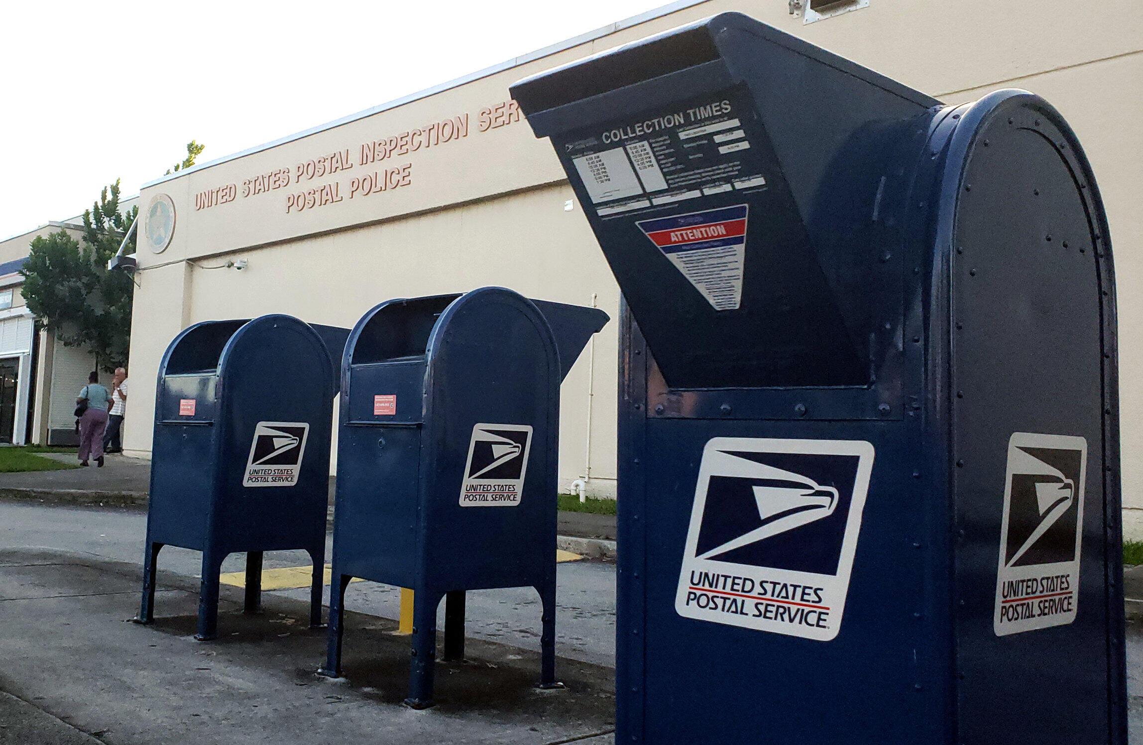 Ảnh minh họa : Một trung tâm kiểm soát bưu phẩm gần phi trường quốc tế Miami, Florida. Ảnh ngày 25/10/ 2018.