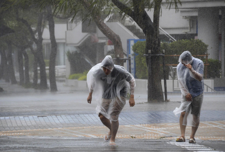 O Tufão Vongfong é o segundo a atingir o país em uma semana, afetando as ilhas de Okinawa e Kyushu.