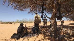 Un grupo de rebeldes cerca de Sirte, esperando una batalla decisiva.