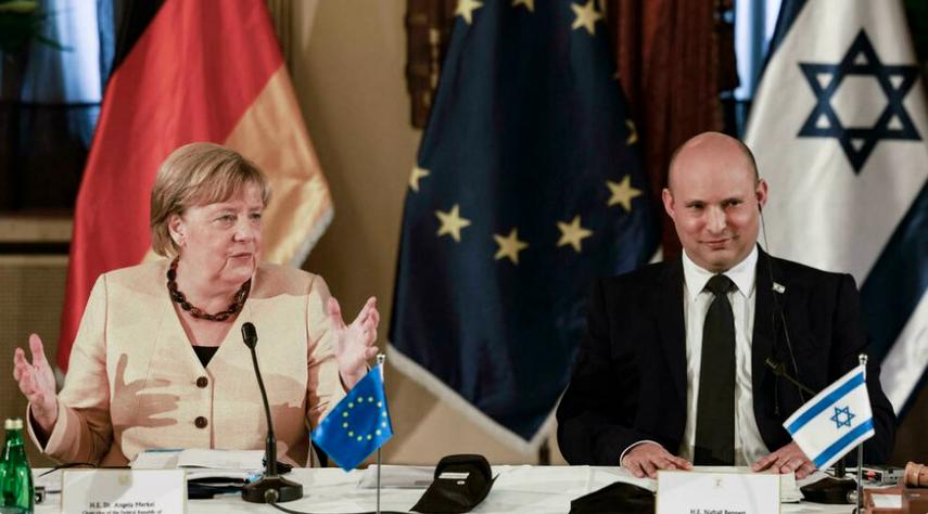 德国总理默克尔与以色列总理贝内特资料图片