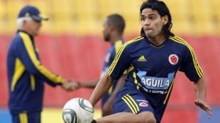 El astro del fútbol colombiano, Radamel Falcao, en una sesión de entrenamiento el lunes.