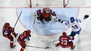 10 мая сборная России по хоккею проиграла Финляндии в ЧМ-2013