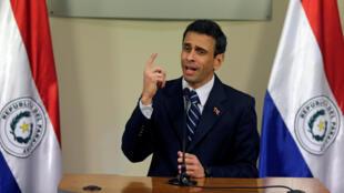 Capriles durante discurso no Paraguai, antes de embarcar para o Brasil.