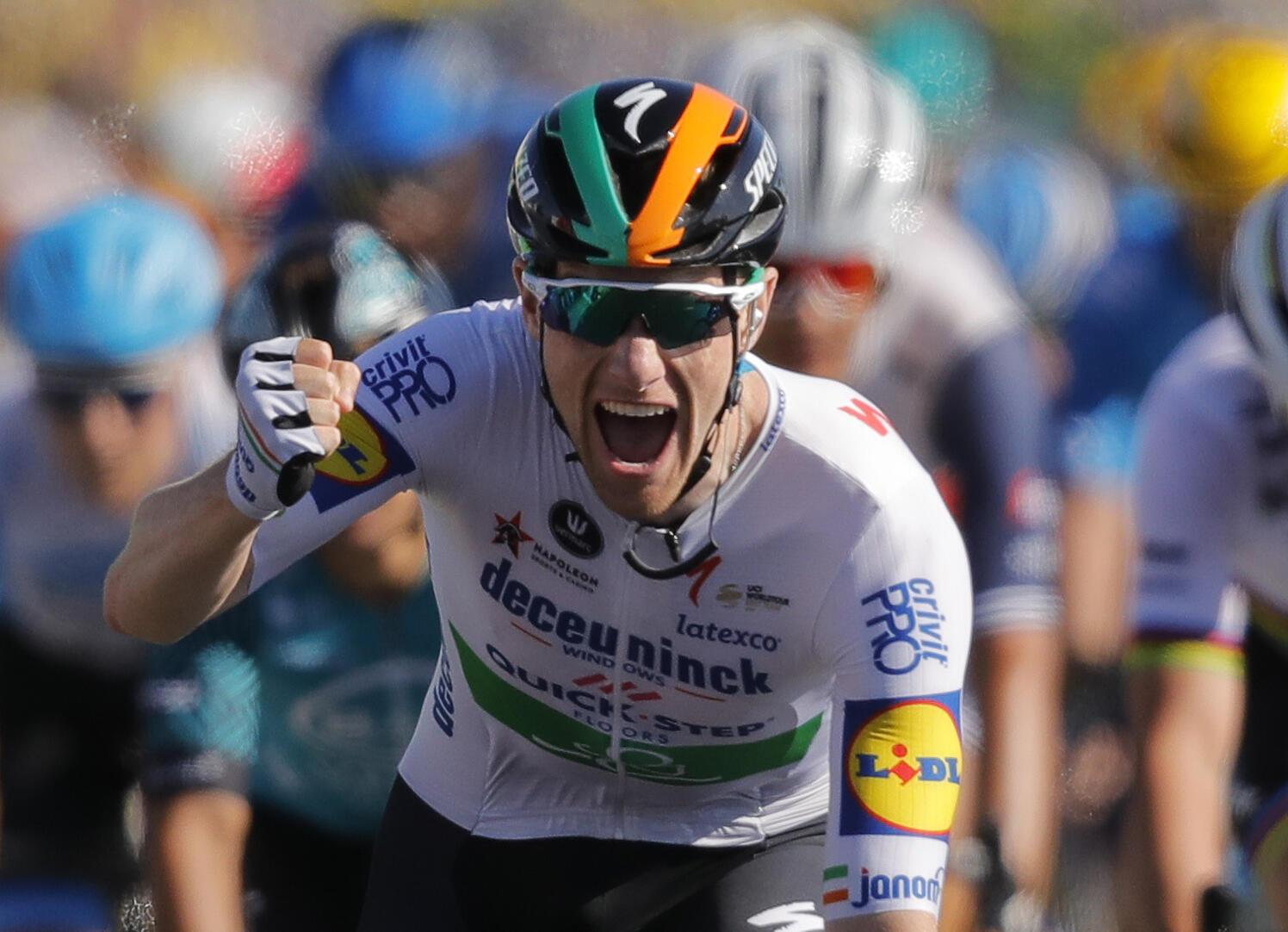 Doble premio para el campeón nacional de Irlanda. Sam Bennett firmó su primera victoria de etapa en el Tour batiendo en el embalaje a Caleb Ewan y a Peter Sagan, al que le arrebató de paso el maillot verde.