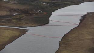 Всего из резервуара вылились около 20 тысяч тонн дизельного топлива