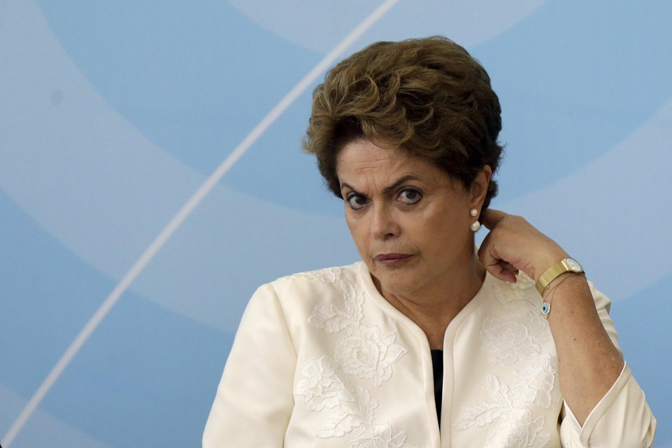 A presidente do Brasil, Dilma Rousseff, desembarcou em Paris neste sábado, 28 de novembro de 2015.