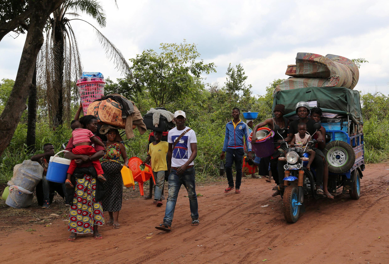 Des réfugiés congolais en Angola reprennent la route du Kasaï après avoir été expulsés par leur pays de refuge, le 31 octobre 2018 (image d'illustration).