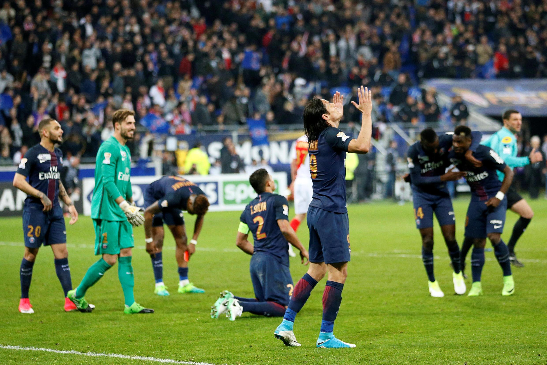 Jogadores celebram vitória contra o Mônaco no apito final da partida disputada no sábado (1/04/17) no Parc OL, em Lyon. ).