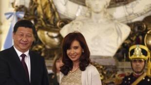 La présidente Argentine Cristina Fernandez de Kirchner et son homologue chinois Xi Jinping, lors d'une rencontre en juillet 2014 en Argentine.