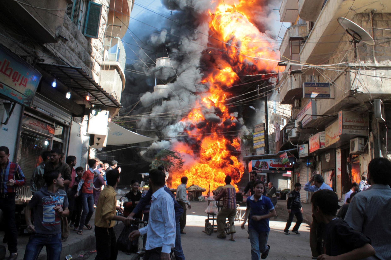 Cuộc nội chiến Syria bước sang năm thứ 10. Ảnh minh họa một cửa hàng xăng dầu bị nổ tại Aleppo, ngày 20/10/2013.