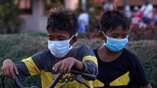 2020-03-15T145602Z_458651683_RC2EKF98EQRI_RTRMADP_3_HEALTH-CORONAVIRUS-CAMBODIA