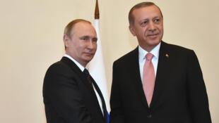 «Nous tous voulons rétablir le dialogue et les relations russo-turques», a déclaré Vladimir Poutine, ce 9 août à Saint-Pétersbourg.