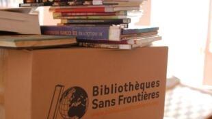 Livres de Bibliothèques sans frontières au CLAC de Yaoundé au Cameroun.