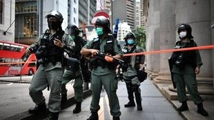 Après adoption par le comité permanent de l'Assemblée populaire, le texte de cette loi de sécurité nationale devra être validé par un ordre présidentiel de Xi Jinping, et Carrie Lam devra ensuite le promulguer.