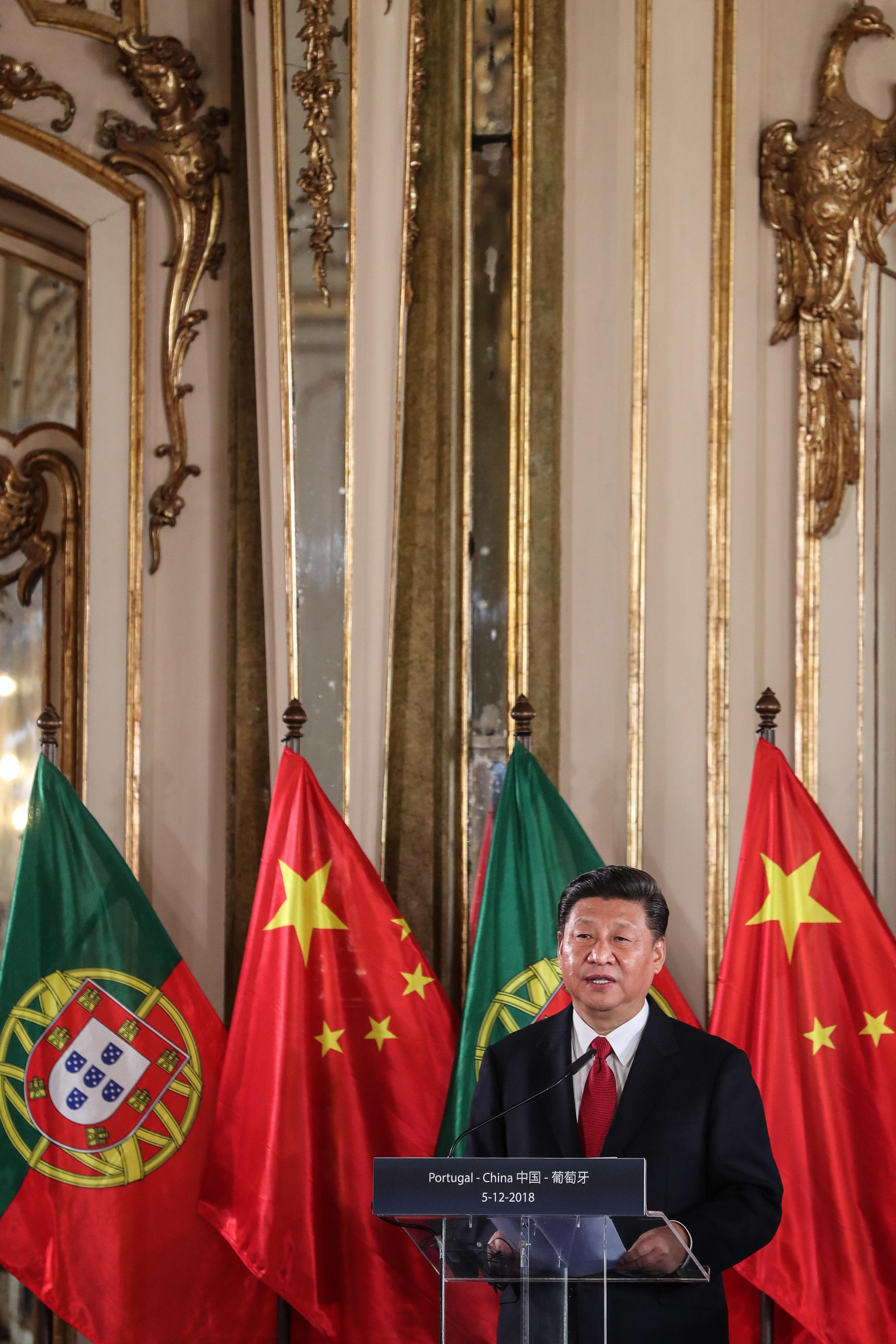 Presidente chinês Xi Jinping em conferência de imprensa no Palácio de Queluz, em Portugal, a 5 de Dezembro de 2018.
