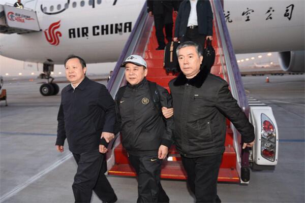 Một cán bộ cấp cao đào tẩu, tại sân bay thủ đô Bắc Kinh, ngày 22/12/2014, sau khi tự nộp mình cho cảnh sát.