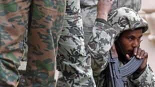 Depuis que l'armée a destitué le président Morsi, les attentats contre les forces de sécurité égyptiennes se sont multipliés.